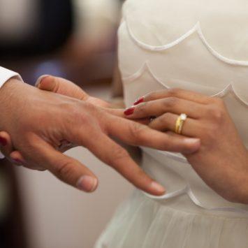 La symbolique des bagues de fiançailles et des alliances